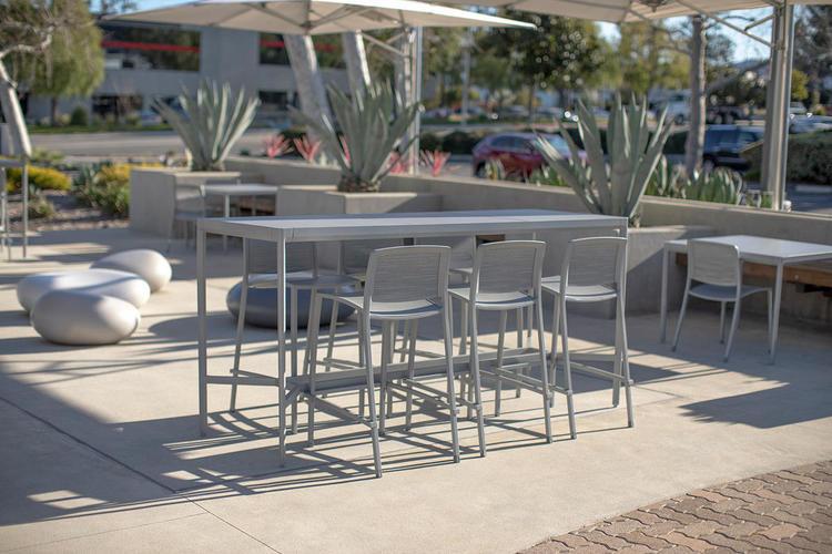Avivo Bar Table