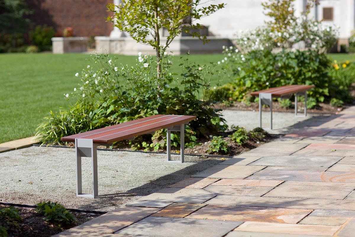 Apex Benches, standalone, Aluminum Texture, FSC® 100% hardwood slats