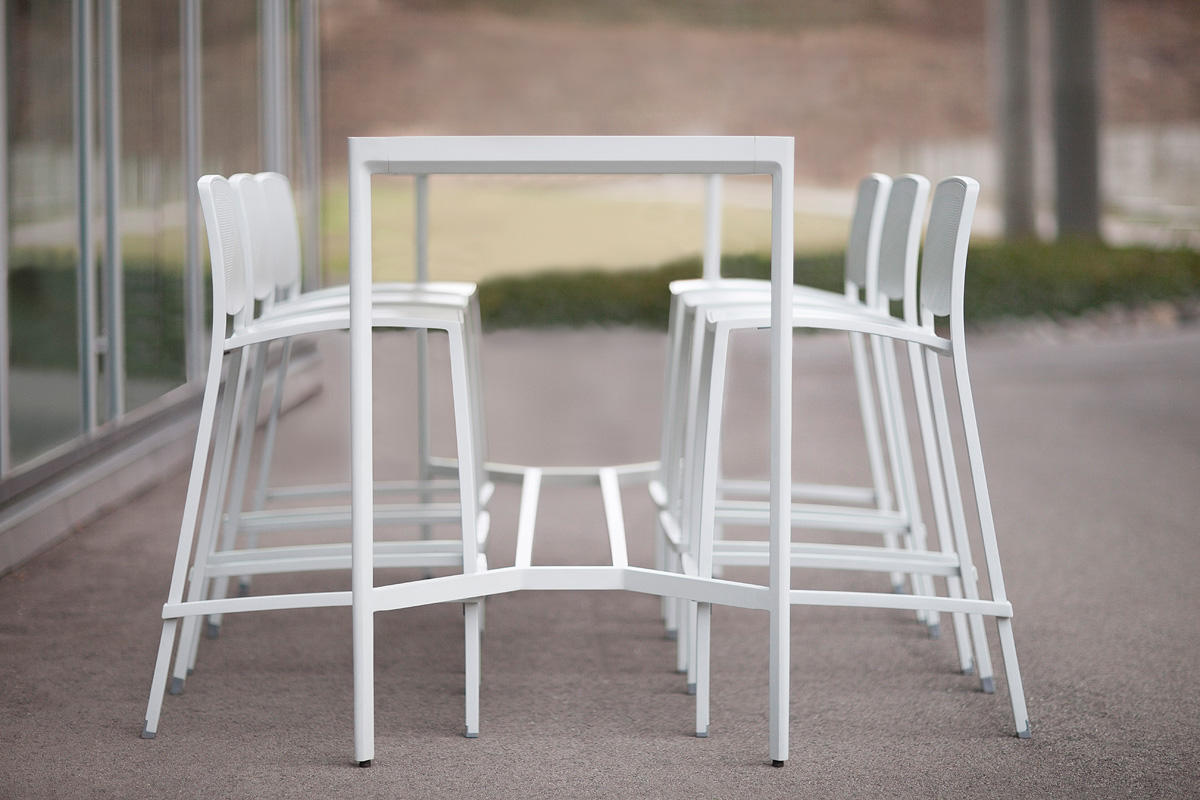 Avivo Bar-height Table | Outdoor | Forms+Surfaces
