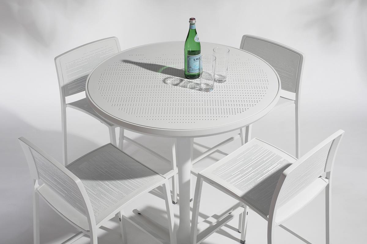 Avivo Pedestal Table | Outdoor | Forms+Surfaces