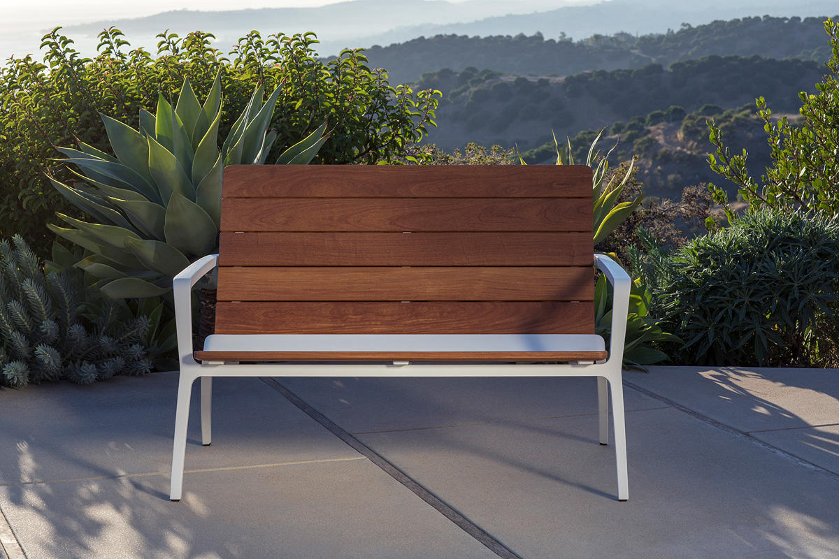 Vaya Bench | Outdoor | Forms+Surfaces