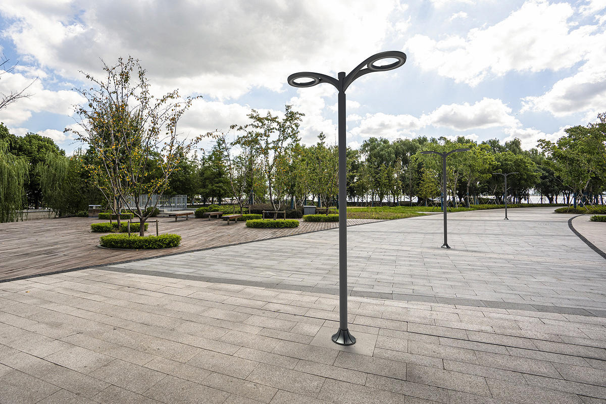 Aptos Pedestrians shown in double luminaire configuration with Slate Texture