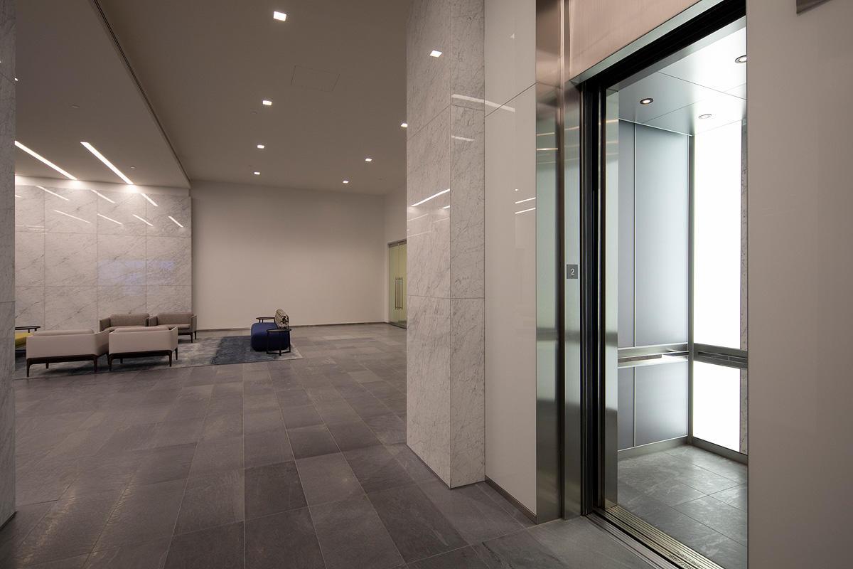 LEVELe-105 Elevator Interior with Capture panels in ViviChrome Chromis glass