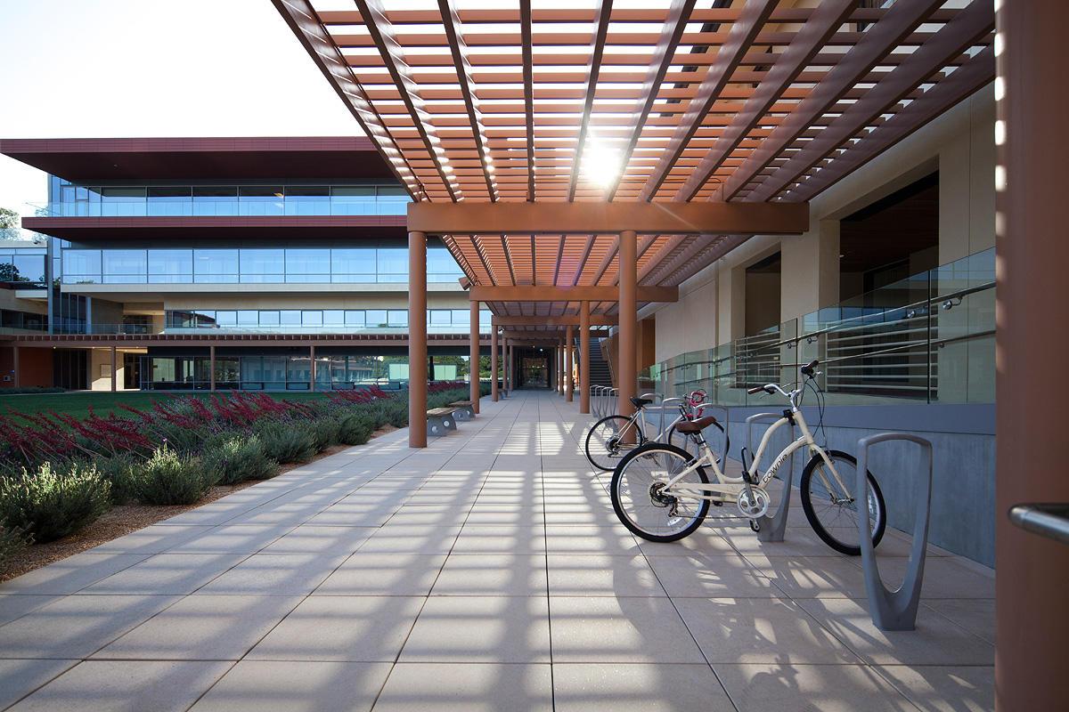 Claremont McKenna College - Kravis Center   Forms+Surfaces