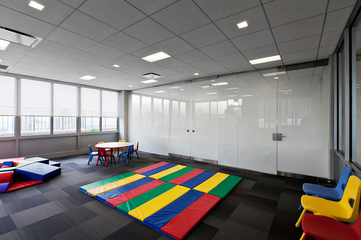 ViviGraphix Gradiance glass with Scatter interlayer and Standard finish at Graci