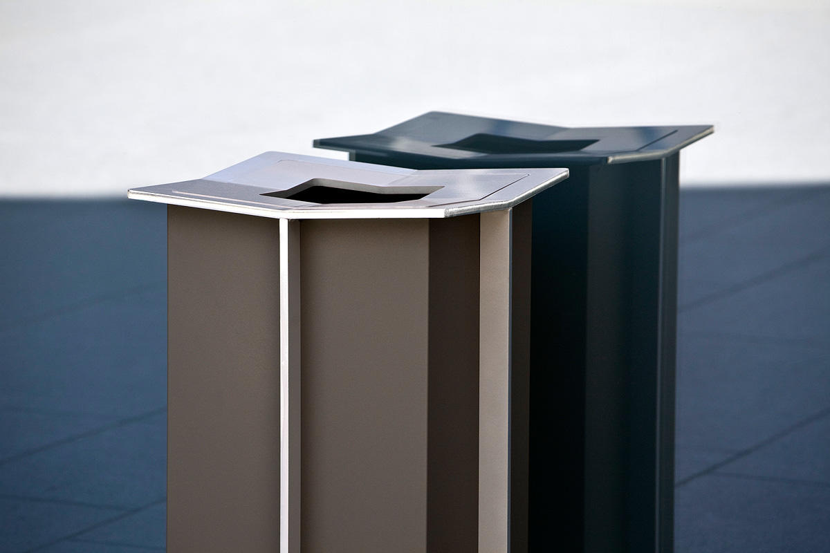 Knight Litter Receptacle shown with Slate Texture powdercoat