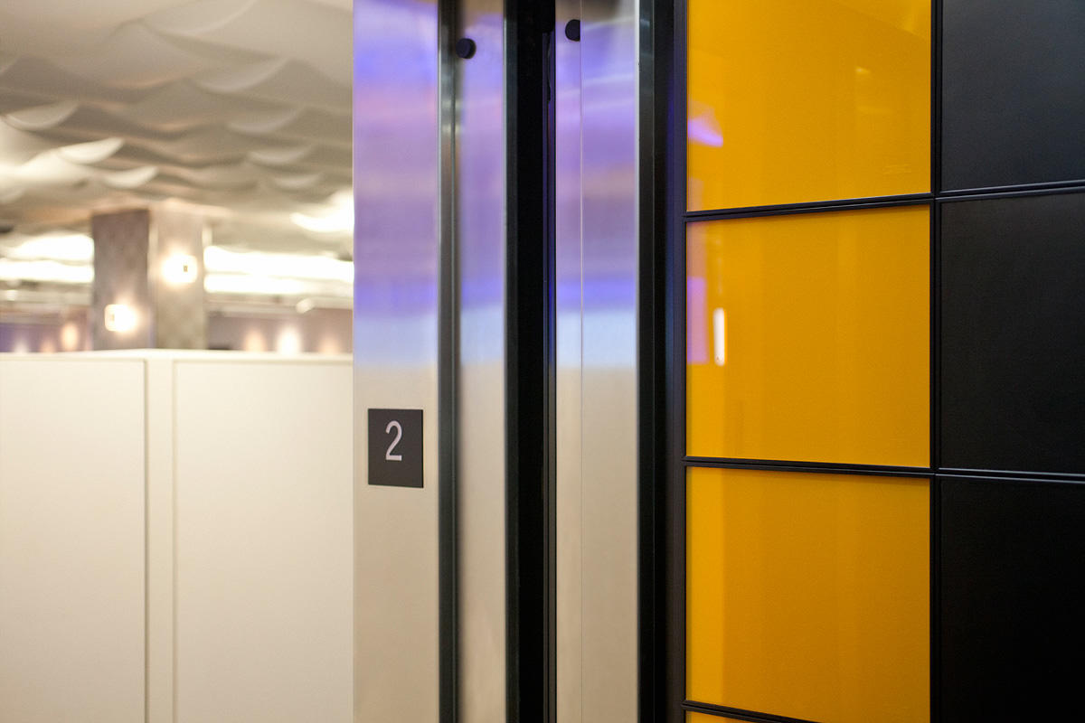 LEVELe-103 Elevator Interior with Capture panels in ViviChrome Chromis glass