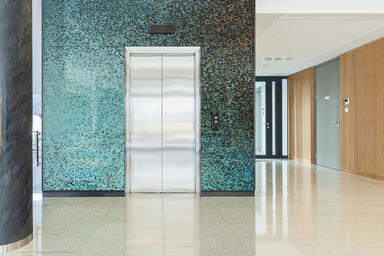 Wall panels in ViviSpectra VEKTR glass with custom interlayer