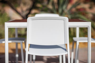 Avivo Chairs shown with Cream Texture powdercoat; Avivo Table also shown