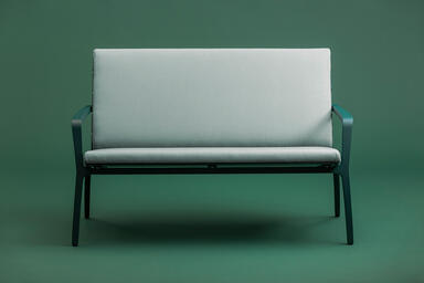 Vaya Textile Bench shown with Deep Ocean Texture powdercoated frame
