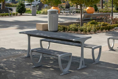 rio Table Ensemble in ADA Configuration, Aluminum Texture powdercoated frame