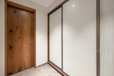 Wardrobe shutters in ViviGraphix Graphica glass shown in Reflect configuration w