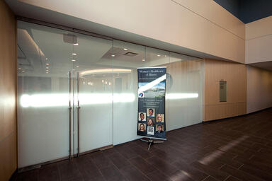Partition wall and doors in ViviGraphix Gradiance glass with Scatter interlayer