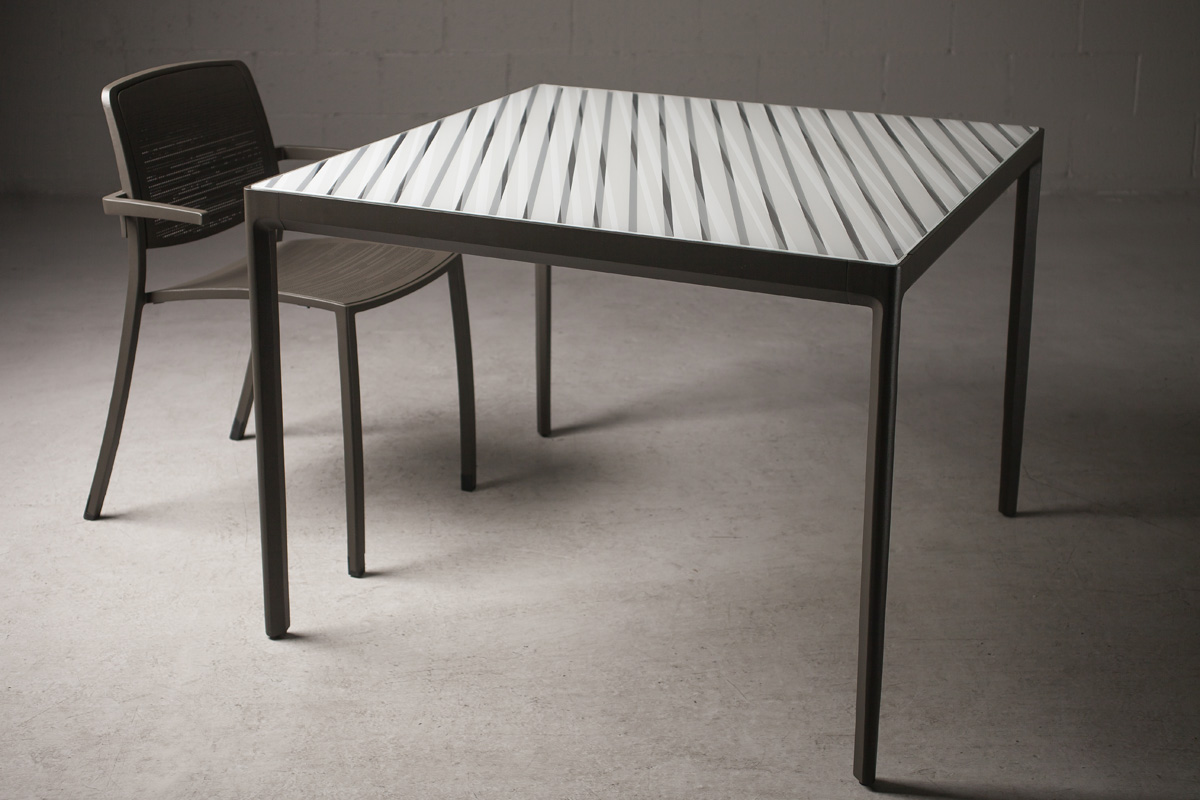 Avivo Table Outdoor Forms Surfaces
